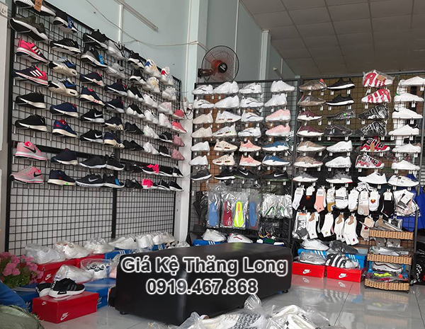 Lưới khung trưng bày giày dép