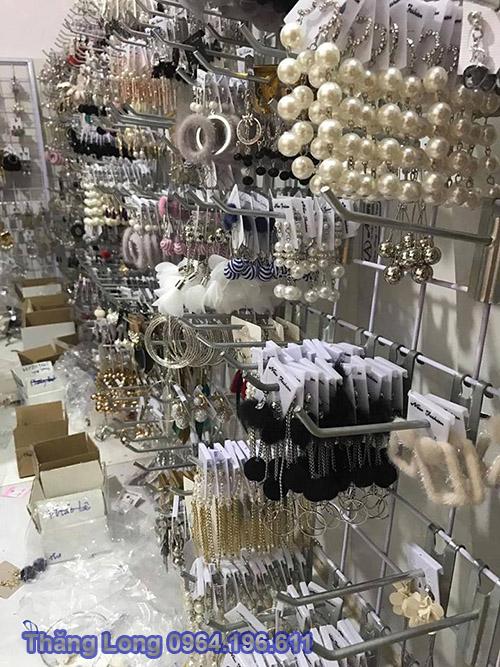 Khung lưới treo phụ kiện trang sức